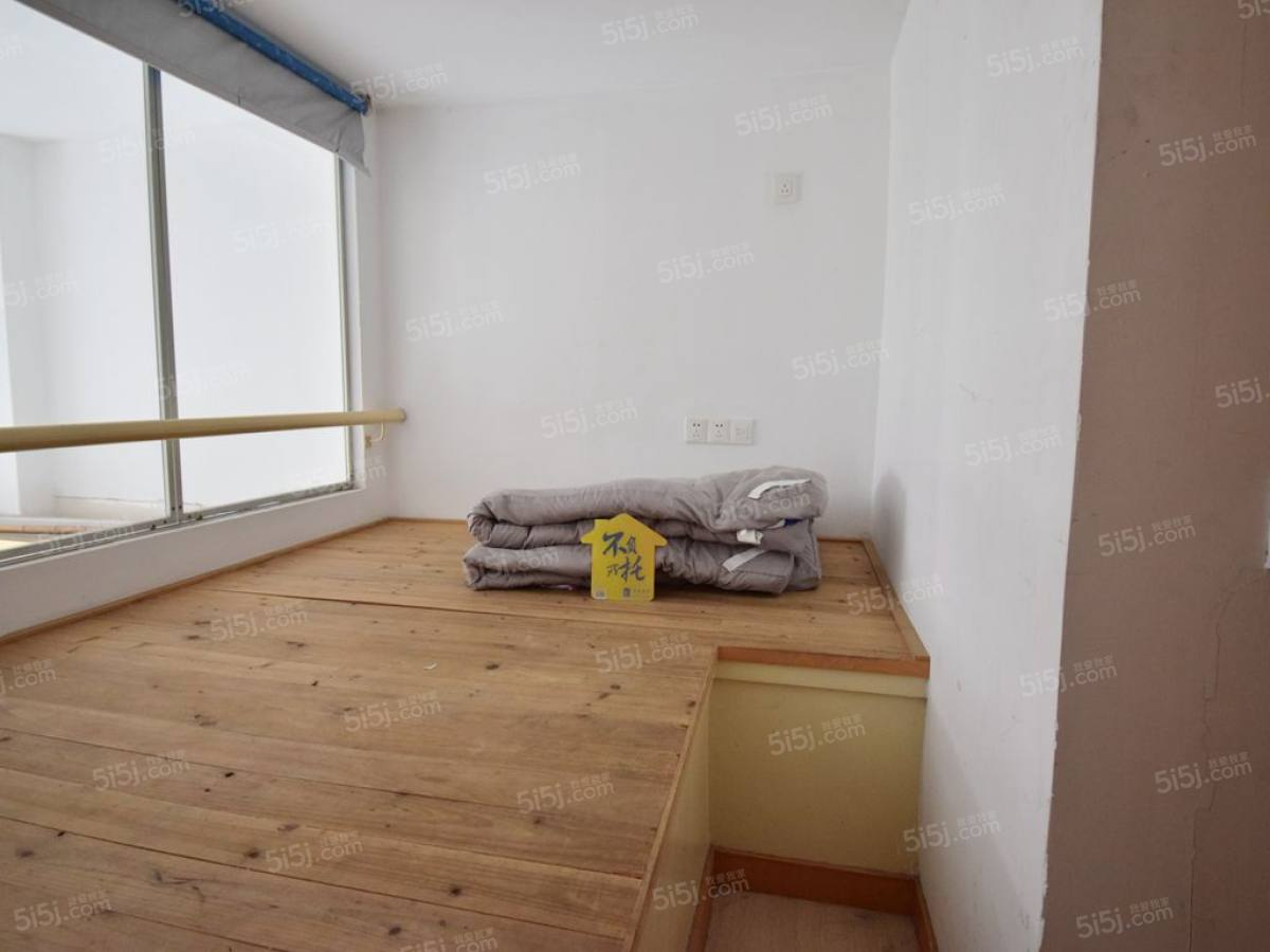 锋尚苑两房出售 loft结构 简单装修 利用率高 诚心出售